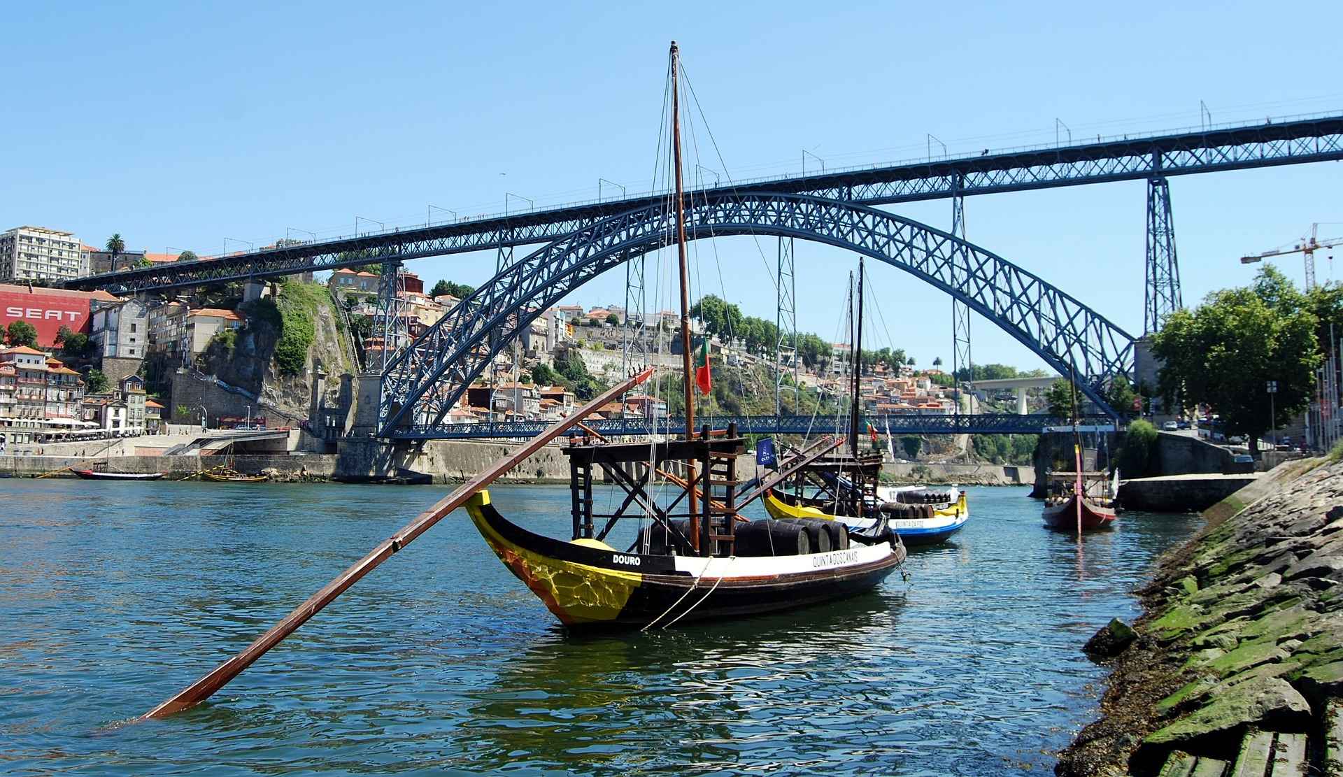 Porto City Tour: Lunch, Cruise and Wine Cellar