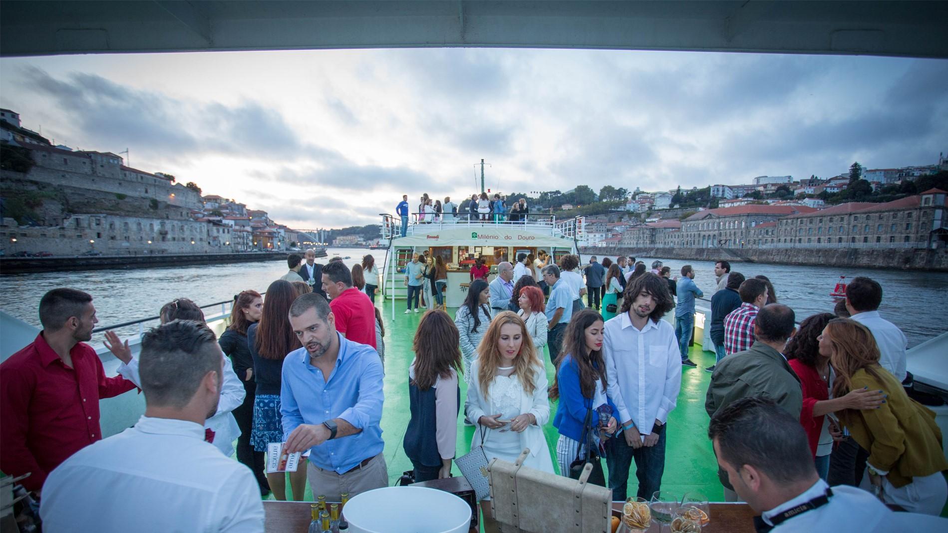 Régua   Porto   Régua - Downstream by Boat
